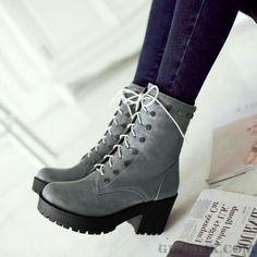 Trendy Winter Damen Stiefel Modelle, Wintermode Damenschuhe - Alles pin - all - Pinlucca Winter Fashion Boots, Winter Shoes, Fashion Shoes, Cute Shoes, Me Too Shoes, Women's Shoes Sandals, Shoe Boots, Winter Mode, Vans Sneakers