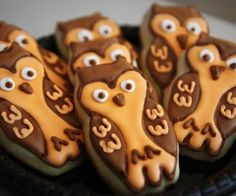 Owl cookies. I should make these in my bakery someday!