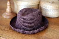 こじんまりラフィア風ハット_かぎ針編み Crochet Crafts, Knit Crochet, Sombrero A Crochet, Japanese Nail Art, Wrist Warmers, Slouchy Hat, Knitting Accessories, Summer Hats, Mitten Gloves