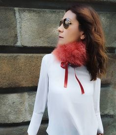 This feather collar from @eyesonmisha is so warm and fashionable. I can even wear it as a scarf! And the color is absolutely adorable 👌😍 If you want to read more about this accesories, don't forget to read my blogpost about it. Link in my profile 👉👉👉👉👉👉 . . . . . . . . #collaboration #austrianblogger #blogger_at #blogger_de #germanblogger #bloggermexicana #fashionista #fashiongram #spanishblogger #kooperation #scarf #feathers #sponsored #brandambassador #werbung #fashionblogger… Brand Ambassador, What I Wore, Collaboration, Don't Forget, Feathers, Winter Outfits, Autumn Fashion, Profile, Ootd