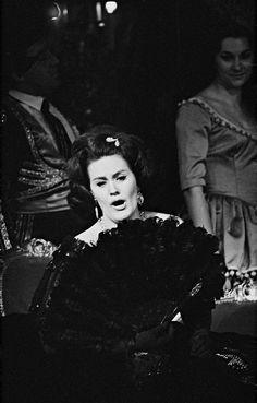 Joan Sutherland as Violetta in 'La Traviata'