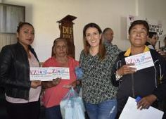 "Olga Esquivel entregaun piso para mi familia"" beneficia a 80 familias en Ixtapan de la Sal"