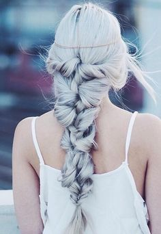 Now that's a gorgeous braid <3 @kirstenzellers is wearing her custom coloured Ash Blonde Luxy Hair Extensions to create this beautiful Mermaid Braid.