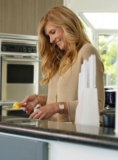 """Connie Britton stars in Bravo's ripped-from-a-podcast """"Dirty John"""" — here's how you can watch the show early. Nashville Cast, Connie Britton, Perfect Movie, Iconic Women, Next Week, Hollywood Actresses, Hair Inspo, Soft Autumn, Ahs"""