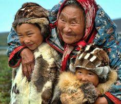 Eskimo women with kids