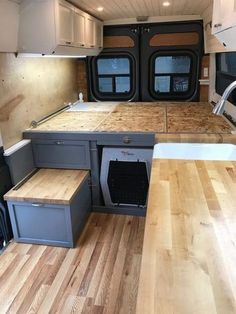 Beautiful RV Camper Does Van Life Remodel Inspire You. You're likely to have to do something similar for van life also. Van life lets you be spontaneous. Van life will consistently motivate you to carry on. Vw Lt Camper, Camper Life, Rv Campers, Camper Trailers, Sprinter Camper, Van Life, Equipement Camping Car, Kombi Home, Bmw Autos