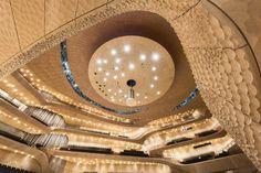Der große Konzertsaal der neu eröffneten Elbphilharmonie in Hamburg. (Foto: Zumtobel / Michael Zapf)