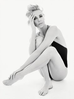 Photography Poses : – Picture : – Description Charlize Theron -Read More – Charlize Theron, Sean Penn, Gq Magazine, Celebs, Celebrities, Real Women, Beautiful Actresses, Pretty People, Beautiful Women