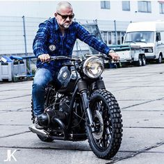 """Gefällt 1,865 Mal, 19 Kommentare - BikeBound (@bikeboundblog) auf Instagram: """"Love the wide handlebars on the latest #R80 #scrambler from @eric.kalter and @arjanvandenboom of…"""""""