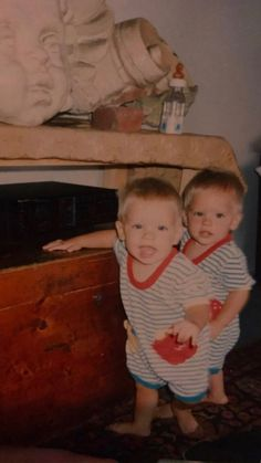 Cole sprouse posts baby photos with brother dylan and dad matthew Cole M Sprouse, Dylan Sprouse, Sprouse Bros, Cole Sprouse Jughead, Riverdale Funny, Riverdale Cast, Cute Baby Pictures, Baby Photos, Suit Life On Deck