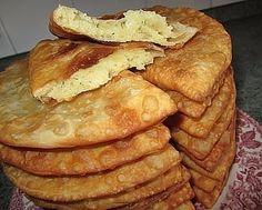 Такие вкусные, тонкие жареные пирожки на кефире, можно приготовить с любой начинкой. Сегодня знакомимся с рецептом пирожков с картофельно-сырной начинкой. Вкусно!