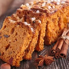 Pain d'épices alsacien Köstliche Desserts, Delicious Desserts, Sweet Recipes, Cake Recipes, Gingerbread Cake, Christmas Dishes, Christmas Breakfast, Cake Creations, Sandwiches