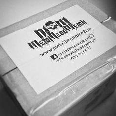 Livram in toată tara! #romania #tricou #tricouri #accesorii #metal #rock Metalhead, Cards Against Humanity, Rock, Skirt, Locks, The Rock, Rock Music, Batu, Rock Roll