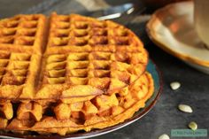 Glutenvrije wafels met pompoen + vegan variant | Eat.Pure.Love Berry Compote, Pumpkin Waffles, Coconut Whipped Cream, Paleo Breakfast, Gluten Free Baking, Pumpkin Recipes, Real Food Recipes, Banana Bread, Healthy Snacks