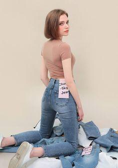 츄(chuu) | -5KG JEANS vol.106 Female Pose Reference, Pose Reference Photo, Fashion Poses, Girl Fashion, Fashion Outfits, Little Girl Leggings, Character Poses, Body Poses, Hai
