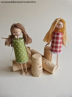 Great toys and Christmas tree ornaments made of corks. Los maestros de clase muñecas Valentina