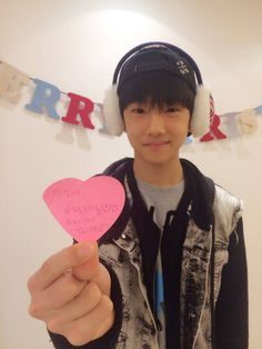 Someone translate what's written on the heart for the soul of a poor international fan  who can't read Korean