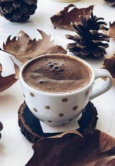 Buenos días café chocolate, i love coffee, coffee break, coffee time, morning Coffee Vs Tea, I Love Coffee, Coffee Cafe, Coffee Break, Coffee Drinks, Morning Coffee, Mini Desserts, Chocolates, Café Chocolate