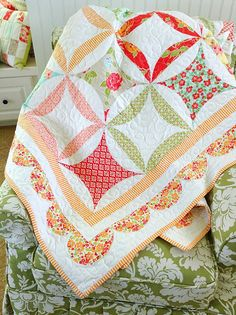 Orange Marmalade Quilt Pattern by Cotton Way uses layer cake Circle Quilts, Lap Quilts, Quilt Blocks, Quilting Projects, Quilting Designs, Sewing Projects, Quilting Ideas, Sew Kind Of Wonderful, Quilt Modernen