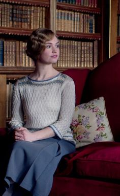 Screenshot from Downton Abbey 4th season. Rose´s beautiful sweater.