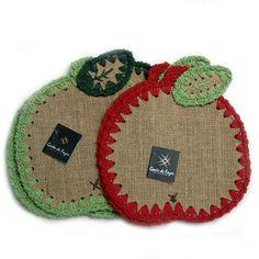 . Burlap Crafts, Xmas Crafts, Fabric Crafts, Crochet Home, Knit Crochet, Burlap Lace Table Runner, Crochet Borders, Art N Craft, Jute Twine