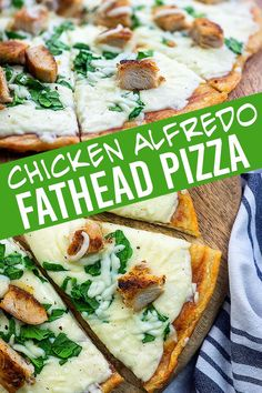 Chicken Alfredo Pizza on low carb dough! This fathead pizza is a fav! Chicken Alfredo Pizza on low carb dough! This fathead pizza is a fav! Healthy Low Carb Recipes, Keto Recipes, Keto Foods, Keto Meal, Chili Recipes, Lowcarb Pizza, Chicken Alfredo Pizza, Homemade Alfredo, Homemade Pie