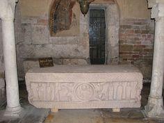 Sacelloignazio - Spolète, sarcophage du VI°s- CHARLEMAGNE. 4) BIOGRAPHIE. 4.6 COURONNEMENT IMPERIAL. 4.6.2 ATTENTAT CONTRE LEON III, 2: Quelques jours plus tard Léon III est délivré grace à l'intervention du duc Franc WINIGIS DE SPOLETE, qui l'emmène à Spolète (Italie), puis, avec des Missi de Charlemagne, est organisé un voyage pontifical à PADERBORN.