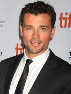 Tom Welling is gettin SEXIER!