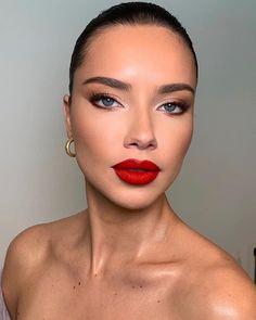 8 alternatives to red lipstick makeup - 8 alternatives to red lips .- Alternativen zum roten Lippenstift Make-up – 8 Alternativen zum roten Lippens… 8 alternatives to red lipstick makeup – 8 alternatives to red lipstick makeup – Makeup Trends, Makeup Inspo, Makeup Inspiration, Makeup Ideas, Makeup Geek, Red Lips Makeup Look, Glam Makeup Look, Makeup Lips, Eyeshadow Makeup