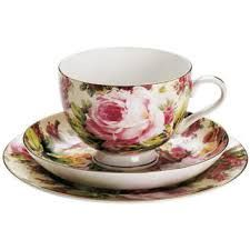 Maxwell & Williams Royal Old England Cup, Saucer & Plate Rambling Rose GB, 270 ml, at About-Tea. Tea Cup Saucer, Tea Cups, Maxwell Williams, China Cups And Saucers, Flower Tea, Chocolate Cups, Rose Tea, Glass Ceramic, Vintage Tea