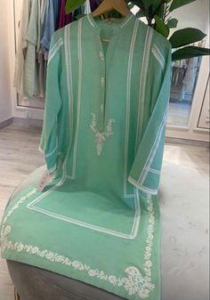 Pakistani Bridal Wear, Pakistani Dresses, Indian Dresses, Embroidery Suits Design, Embroidery Patterns, Sewing Patterns, Designer Punjabi Suits, Pakistani Salwar Kameez, Embroidery On Clothes