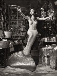 More mermaids! Bettina Rheims - Derrière la façade des jours ordinaires.