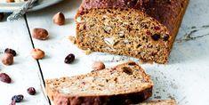 Brød med godsaker -Grov bröd med notter och bar- bread with nuts and berries.
