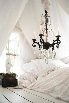 HOW TO USE OLD SHEETS AS DECOR
