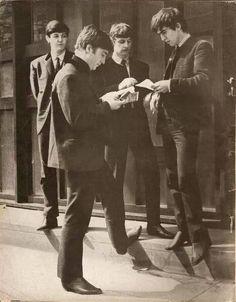 the beatles Paul McCartney john lennon ringo starr george harrison Paul Mccartney Bass, Lennon And Mccartney, Beatles Guitar, Les Beatles, Liverpool, George Harrison, Great Bands, Cool Bands, Rock N Roll