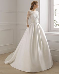 EGEA gown from the 2019 Aire Barcelona Bridal collection, as seen on the Dressfinder Western Wedding Dresses, Luxury Wedding Dress, Classic Wedding Dress, Wedding Dress Trends, Modest Wedding Dresses, Bridal Dresses, Elegant Wedding, Lace Wedding, Unusual Dresses