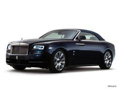 2017 Rolls Royce Dawn : Sous le capot, on retrouve le moteur de la Wraith, le 12 cylindres en V biturbo de 6,6 litres dégonflé ici à une puissance de 570 chevaux à 5.250 tours/minute (contre 632 pour le coupé), au couple de 780 Nm disponible à 1.500 tr/min (contre 800), de quoi assurer le 0-100 km/h en moins de 5 secondes malgré les 2.560 kg (+125 kg vs Wraith), et pointer à 250 km/h, vitesse maximale limitée %C...