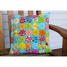 yo yo quilt pillow- LOVE for girls rooms