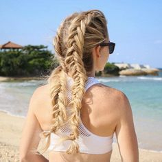 Double Dutch Fishtail Braids for walking the beach 🐠💦🐚 If you'd love to learn how to create this upside down fishtail braid, click the link in my bio to watch the tutorial! 🌺🌴 # upside down Braids tutorial # micro Braids watches Box Braids Hairstyles, Easy To Do Hairstyles, Fishtail Braid Hairstyles, Pigtail Braids, Micro Braids, African Hairstyles, Summer Hairstyles, French Hairstyles, Hairstyles Videos