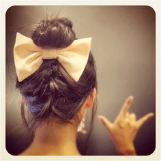 bow w/ french braid