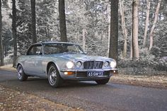 Since we are talking about a hypothetical outfit for a hypothetical bubbly with friends...why not talk about including this vintage Jaguar XJ6 Coupé (1975, the year I was born!) for my hypothetical ride? I mean on can dream, right? @denizenjeans