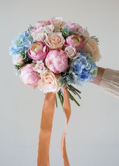 Make your own rose & serenity bridal bouquet with fabulous silk flowers: a DIY project by Pumpkin & Pye Red Wedding Flowers, Fake Flowers, Bridal Flowers, Flower Bouquet Wedding, Silk Flowers, Pastel Flowers, Wedding Colors, Bouquet Pastel, Silk Bridal Bouquet