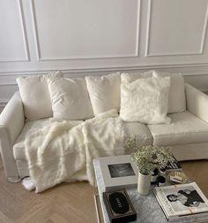 Living Room Decor, Bedroom Decor, Living Spaces, Bedroom Ideas, Decor Room, Entryway Decor, Men Bedroom, Comfy Bedroom, Living Rooms