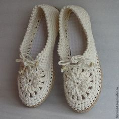 Looking for some cool crafts for teens to make and sell? These cheap, creative and cool DIY projects are some of the best ways for Hobby Time added a new photo. Crochet Boots Pattern, Shoe Pattern, Crochet Slippers, Knit Or Crochet, Boho Shoes, Knit Shoes, Crochet Accessories, Crochet Clothes, Baskets