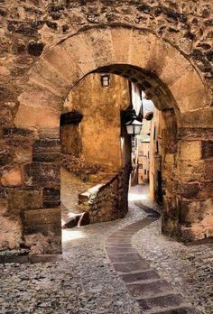 Portal de Molina en Albarracin, Teruel Aragon, Beautiful Sites, Beautiful Places, Places To Travel, Places To See, Voyage Europe, Medieval Town, Spain And Portugal, Beautiful Buildings