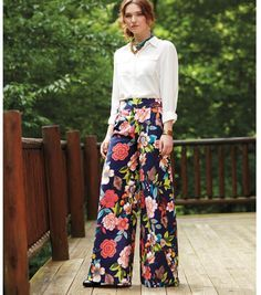 DIY Wide Leg Pants // Make your own floral pants! Free sewing pattern from Joann.com