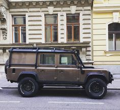 """116 Likes, 1 Comments - @landroverphotoalbum on Instagram: """"Who knows the actual name of this 'copper grease' colour? By @parkedinvienna #landrover…"""""""