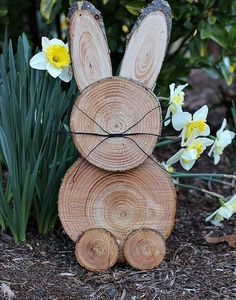 DIY Easter Decorations ideas are amazing. Get best Easter decor ideas & easy Easter decorating tips here, including Easter decorations for home & Easter DIY Wooden Decor, Wooden Diy, Rustic Decor, Diy Easter Decorations, Handmade Decorations, Winter Decorations, Outdoor Decorations, Easter Crafts, Christmas Crafts