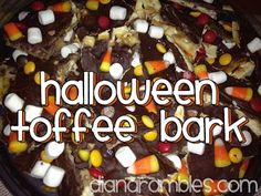 Halloween Bark Recipe Made with Leftover Candy Halloween Bark, Halloween Goodies, Haunted Halloween, Halloween Ideas, Just Desserts, Delicious Desserts, Toffee Bark, Candy Bark, Bark Recipe