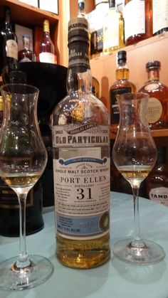 Oui c'est ELLEN..Whisky PORT ELLEN 31 ans, cask strength 51,5°, une des 286 bouteilles dans le monde   Une fantastique et unique découverte...dégustation du 10 Octobre 2014. Whisky Port Ellen - 31 ans 1 Nez - Tourbe équilibrée, agrumes, orange, citron, fruité et boisé... 2 Bouche - Tourbe délicates, asphalte chaude, malt, notre d'épices, sucré/salé et fruité... 3 Finale - Un savant mélange de tourbe, épices et fruits.et cendre chaude..